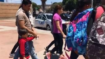 Los migrantes entraron a Tijuana por la garita El Chaparral.