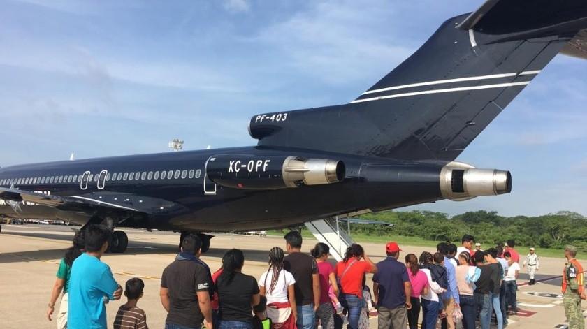Migrantes al momento de ser retornados vía aérea de Villahermosa, Tabasco, a San Pedro Sula, Honduras.
