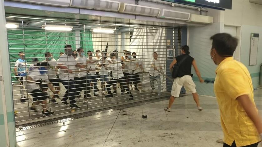 VIDEO: Hombres armados golpean a mujer embarazada en Hong Kong(AP)