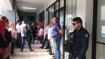 La sesión extraordinaria se realizó en la sala de Forjadores del Ayuntamiento de Rosarito y había elementos de seguridad afuera.