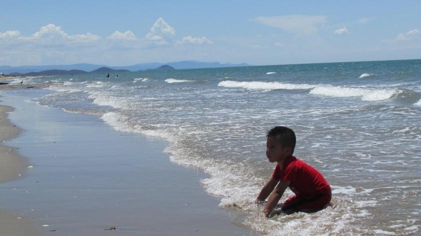 Deleite de chicos y grandes es El Cochórit, playa ubicada en el municipio de Empalme.(Yesicka Ojeda)