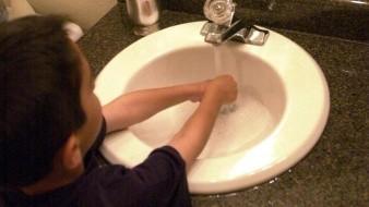 En el hogar se deben mantener medidas de higiene.