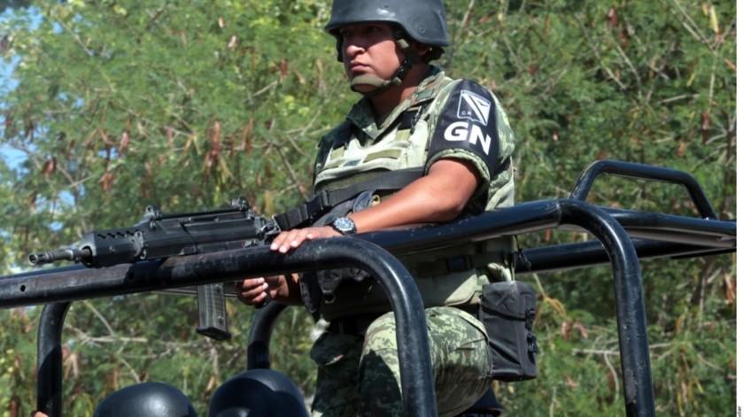 Luego que huachicoleros quemaran camionetas de personal de Pemex, fuerzas federales realizan un operativo en Tepeaca, Puebla.(Agencia Reforma)