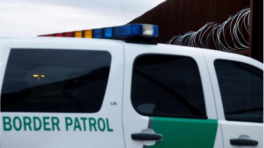 La mayoría de los detenidos son unidades familiares provenientes de países centroamericanos que cruzan la frontera y se entregan a la Patrulla Fronteriza solicitando asilo.(EFE)