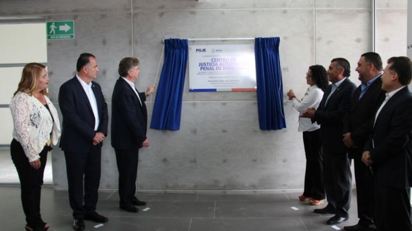 El Gobernador del Estado develó una placa alusiva y realizó un recorrido por las diferentes áreas de este Centro.(Cortesía)