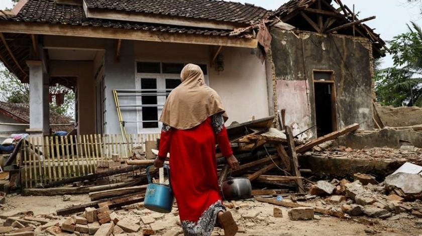 Un sismo de 6.9 grados dejó 4 muertos, varios heridos y daños materiales en Indonesia.(EFE)