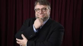El director de cine mexicano, Guillermo del Toro, recibió este martes su Estrella en el Paseo de la Fama de Hollywood de manos de Rana Ghadban, presidenta y directora Ejecutiva de la Cámara de Comercio de Hollywood.