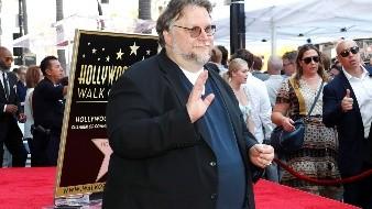 El cineasta mexicano Guillermo delToro, que desveló este martes la estrella con su nombre en el Paseo de Fama de Hollywood, pidió a la sociedad que rechace