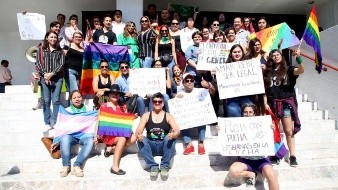 Crea polémica incluir adopción en matrimonio gay