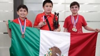 Con medalla, vuelven a México niños que apoyó Del Toro