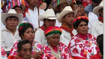 Las poblaciones autóctonas han buscado durante años el reconocimiento de sus identidades, su forma de vida y el derecho sobre sus territorios tradicionales y recursos naturales.