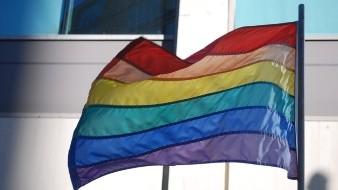 LGBT es la sigla compuesta por las iniciales de las palabras Lesbianas, Gays, Bisexuales y Transexuales.