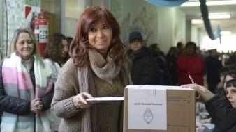Fernández va acompañado en la fórmula Frente de Todos por la ex presidenta Cristina Fernández de Kirchner (2007-2015), quien aspira a la vicepresidencia.