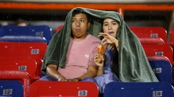 Los incondicionales apoyaron a Cimarrones de Sonora en su presentación en casa, en una tarde lluviosa en Hermosillo.
