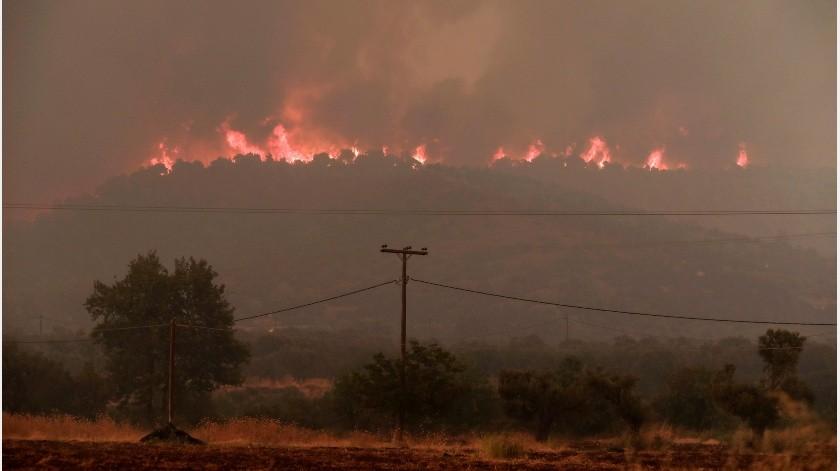 Más de 100 personas murieron el año pasado en un rápido incendio forestal en una zona costera al nordeste de Atenas, que arrasó un asentamiento de viviendas en su mayoría vacacionales.(AP)