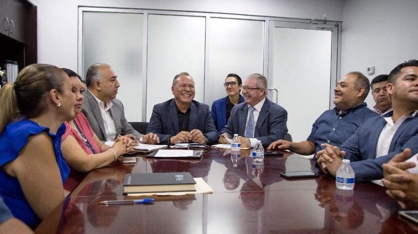 El actual secretario del Ayuntamiento se reunió con representantes de Arturo González.