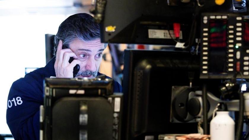 Una campana de alarma económica sonó en Estados Unidos el miércoles al emitir señales de una posible recesión.(EFE)