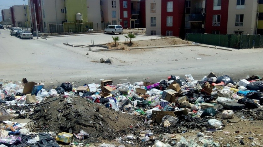 Debido al déficit en el servicio de recolección de basura del Gobierno Municipal, han proliferado grupos de personas que pasan por las coloniascobrando por llevarse la basura, sin embargo, su destino final es en arroyos o lotes baldíos, señaló el Presidente del Consejo Ciudadano BC, Mario Zepeda Jacobo.(Alejandro Zepeda)
