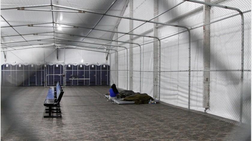 En enero pasado se clausuró un campamento de carpas para niños migrantes, también en Tornillo.(AP)