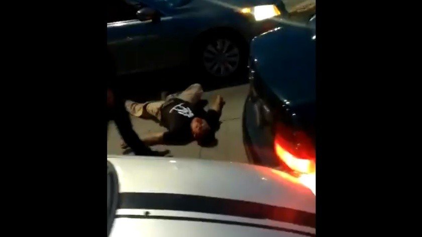 VIDEO: Así golpearon y atropellaron a conductor tras choque(Captura de video)