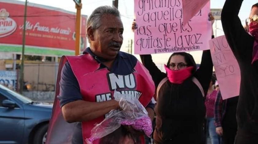 El hombre se viralizó por participar en la marcha contra la violencia de género en Ciudad Juárez.(Ivanna Leos)