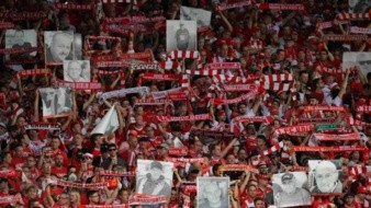Fanáticos del Union Berlin hizo emotivo homenaje a seguidores fallecidos