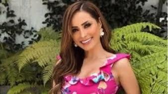 Cynthia Rodríguez platicó sobre su relación que tiene con Carlos Rivera y reveló que por la diferencia de edad que hay entre los dos.