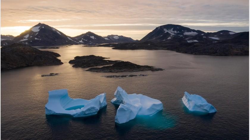 La capa de hielo sobre la cual está Holland tiene miles de años de antigüedad. En uno o dos años se derretirá al mar, elevando más el nivel de las aguas a nivel mundial.(AP)