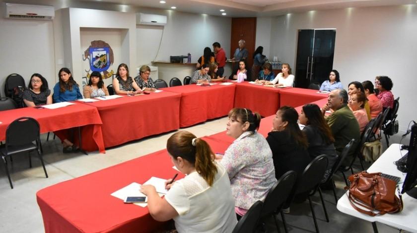 La conferencia estuvo dirigida a integrantes de diversas asociaciones, a lideresas de colonias, directivas y personal en general del Gobierno Municipal.(Cortesía)