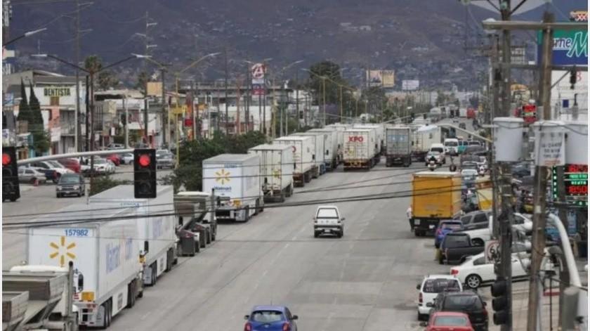 Ante el aumento en los tiempos de espera para cruzar mercancía a Estados Unidos, asociaciones y cámaras industriales solicitaron a la aduana mexicana reestructurar los módulos de exportación en la garita.