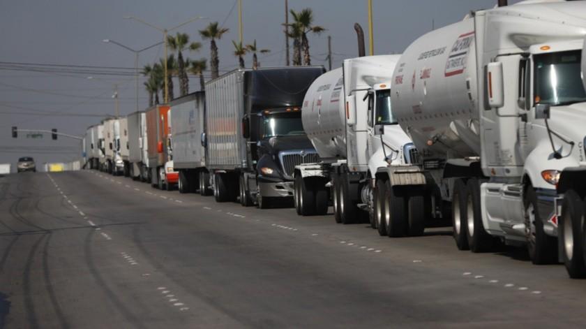 Desde hace dos semanas los camiones de carga en línea fast han presentado un aumento en las esperas.(Sergio Ortiz)