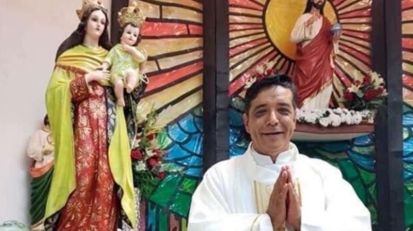 El sacerdote José Martín Guzmán fue asesinado a puñaladas cuando se encontraba en la parroquia.(Twitter @nuestraiglesia_)