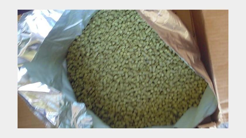 Personal de la Fiscalía General de la República (FGR) en Baja California, aseguró una caja que contenía una bolsa metálica con 10 kilos de mariguana.(Cortesía)
