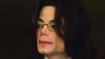 En el testamento de 2002, Jackson dejó su fortuna a su familia y nombró a su madre Katherine Jackson como la guardiana legal de sus tres hijos, Prince, de 22 años, Paris, de 21 años, y Blanket, de 17.