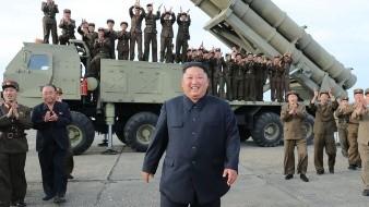 Nuevos lanzamientos de misiles son supervisados por Kim Jong Un