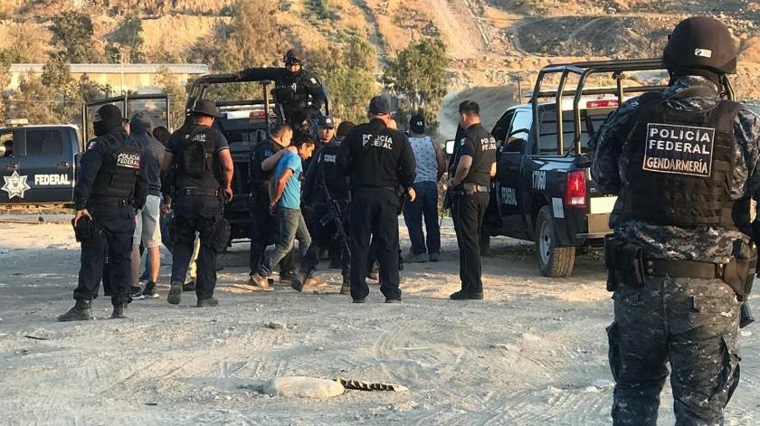 En los operativos, las autoridades detuvieron al menos a tres personas.