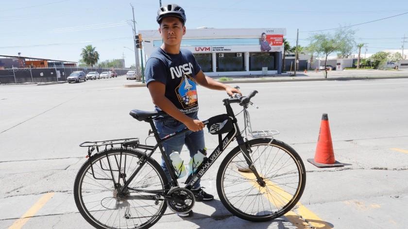 El ciclista Eduardo Magaña recorrerá 16 mil kilómetros por México, Estados Unidos y Canadá, estará unos días en Hermosillo.(Julián Ortega)