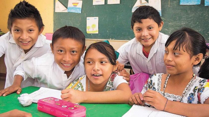 """Para este ciclo escolar se está preparando la introducción de un """"grupo semilla"""" de 20 maestros de nivel primaria para que instruyan en lengua maya.(El Universal)"""
