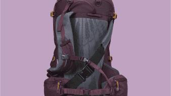 Una española que sufrió cáncer de mama ha diseñado la primera mochila del mundo adaptada para pacientes con esta enfermedad y ha montado la empresa Woman'sBack, que vende estas mochilas por internet a todo el mundo.