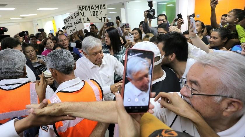 Andrés Manuel López Obrador llegó a Hermosillo donde fue recibido por un gran número de personas.(Eleazar Escobar)