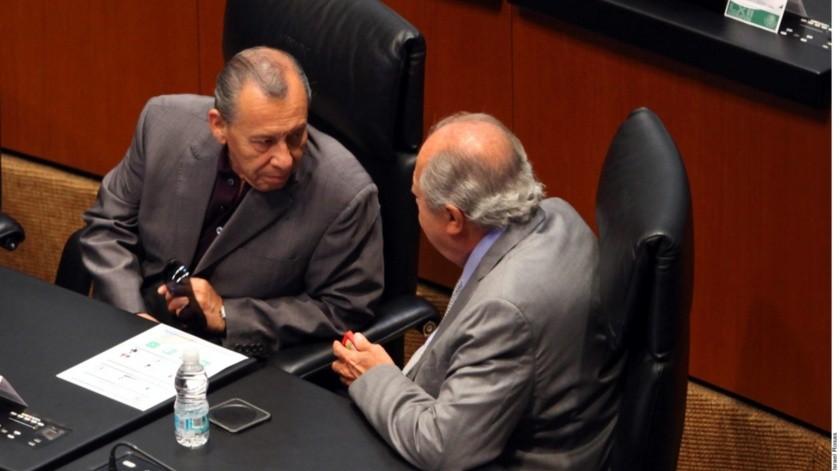 Arturo Trejo González (izq.), chofer del líder del sindicato petrolero Carlos Romero Deschamps (der.), participó en la negociación del Contrato Colectivo de Trabajo (CCT) 2019-2021 como asesor del gremio.(Agencia Reforma)