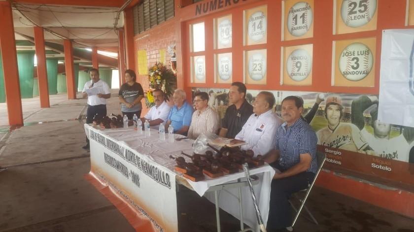 La ceremonia de entrega de premios de la Liga de Beisbol Interbarrial Norte de Hermosillo se celebró ayer.