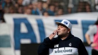 Con estadio lleno, Maradona fue presentado como DT de Gimnasia y Esgrima