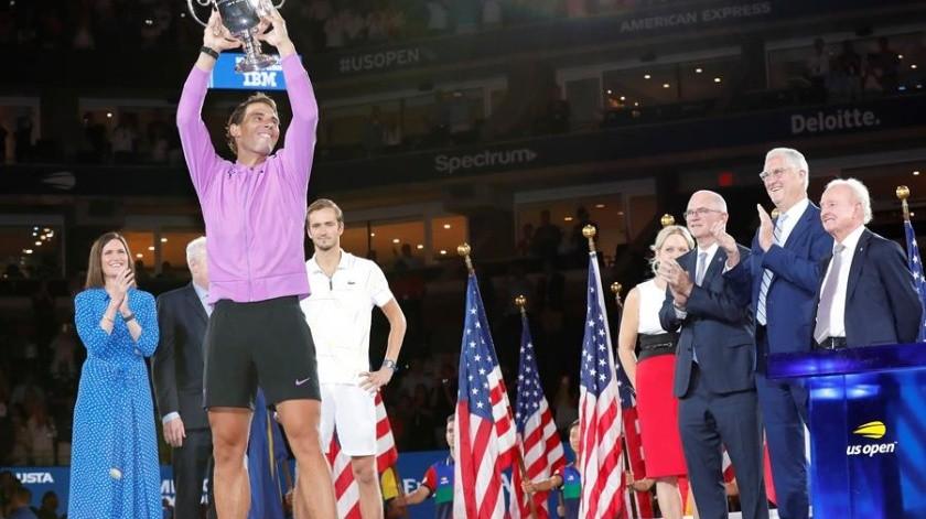 Rafael Nadal se apuntó este domingo su cuarto Abierto de EUtras una dura batalla de cerca de cinco horas contra el ruso Daniil Medvedev, de 23 años, que en su sólido estreno en una final de Grand Slam se vio superado por la energía y consistencia del español, y cayó por 7-5, 6-3, 5-7, 4-6 y 6-4.(EFE)