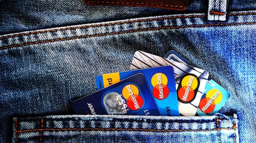 Detienen a empleado de tienda que memorizó 1.300 tarjetas de crédito y las usó(Pixabay)