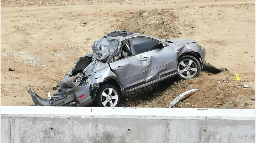 Un policía municipal fuera de turno falleció la mañana de este martes en un accidente vehicular registrado en la entrada al fraccionamiento Playas de Tijuana.(José Ibarra)