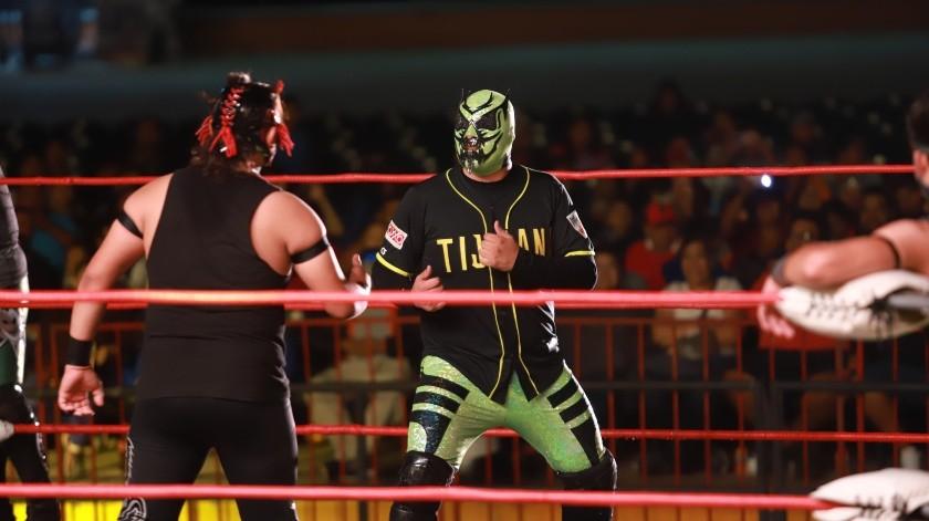 La Lucha Libre Mexicana conquistó a los aficionados que se dieron cita en el Teatro del Pueblo en la Feria de Tijuana.(Gustavo Suárez)