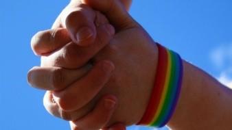 Divide matrimonio igualitario a BC