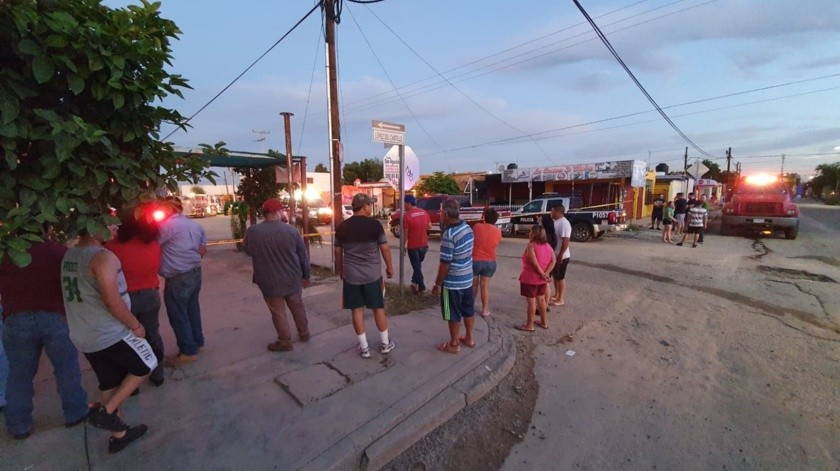 Explosión en casa habitación deja tres lesionados, en colonia Los Jardines. Lerdo de Tejada, entre López del Castillo y Leandro P. Gaxiola.(Julián Ortega)