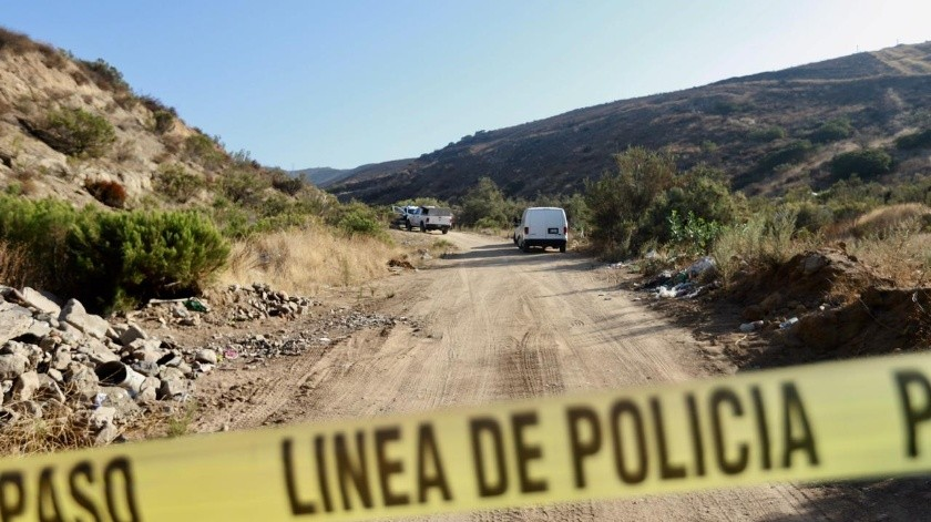 Una persona sin vida y con señales de violencia al momento de ser asesinado fue encontrado por autoridades en la calle J del Cañón XJ Tijuana.(Gustavo Suárez)